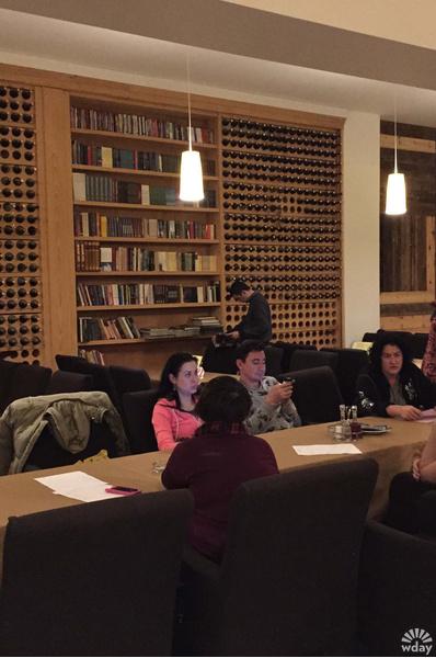 Кафе-библиотека в деревне Кустурицы в Мечавнике