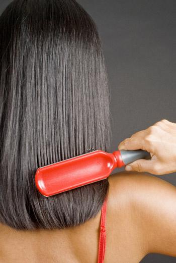 Длинные волосы расчесывайте всегда начиная с концов.