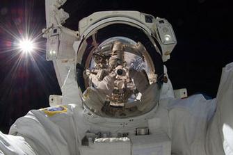 «Сэлфи на орбите» в исполнении японского астронавта Акихико Хосидэ