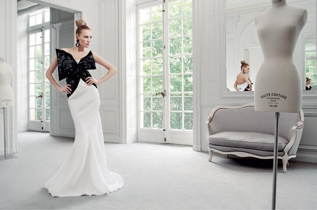 Платье из шелка с бантом, расшитым пайетками, все — Dior by John Galliano.