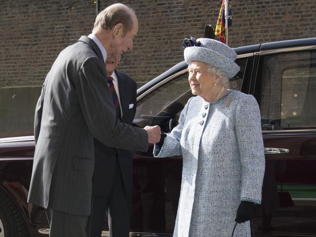 Фото №2 - Специальный гость: кто будет сопровождать Королеву на параде в честь ее дня рождения