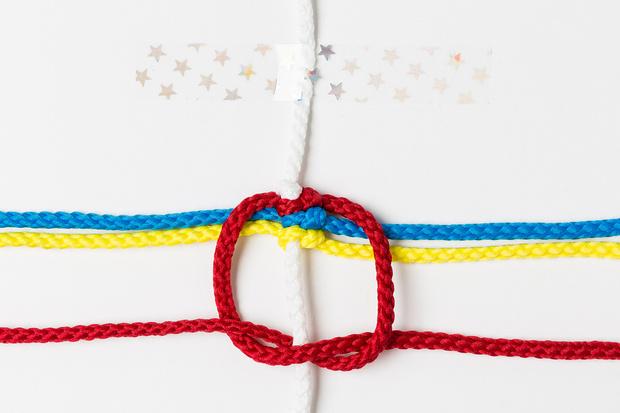 Фото №8 - Мастер-класс: Плетем фенечки