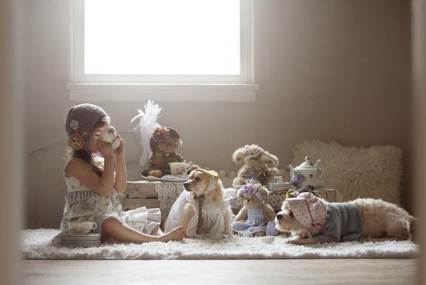 Фото №1 - Милота дня: 13 трогательных фото о дружбе девочки с песиком