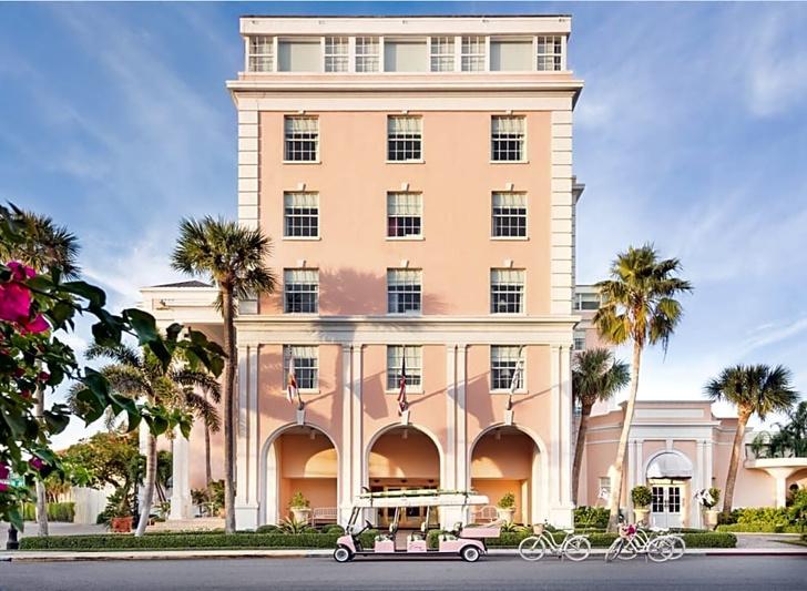 Фото №18 - Обои de Gournay в обновленном отеле Colony во Флориде