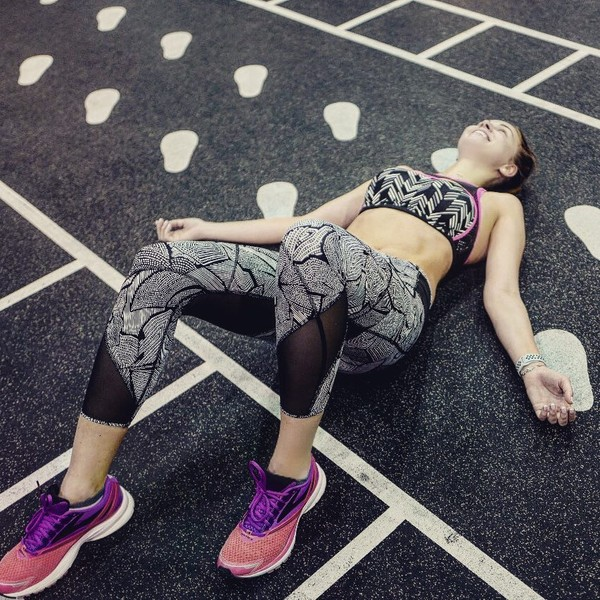 Фото №1 - Полина Диброва показала живот после года без спорта