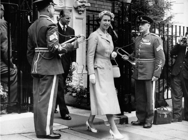 Фото №8 - Как Королева отреагировала на сообщения об измене принца Филиппа