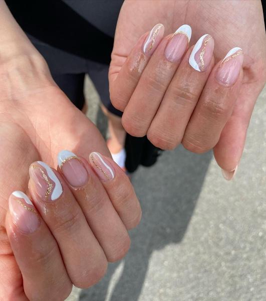 Фото №3 - Белые ногти: как подчеркнуть загар маникюром
