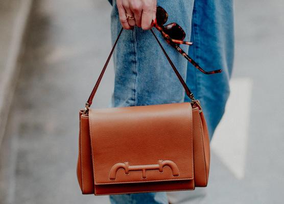 Фото №15 - Объект желания: капсульная линия сумок Alexander Wang x BVLGARI