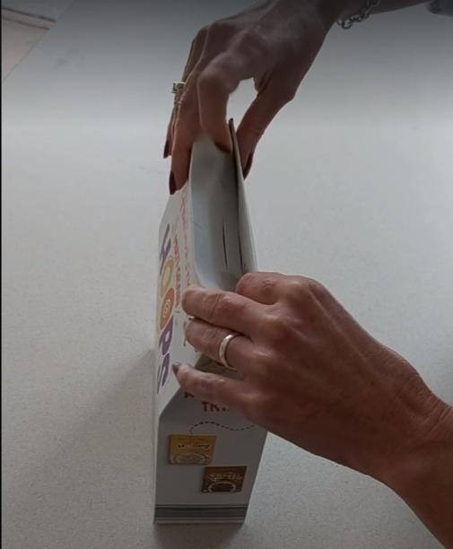 Фото №6 - Британка предложила лайфхак, как правильно закрывать коробки с крупами и хлопьями. Видео набрало 3,5 миллиона просмотров