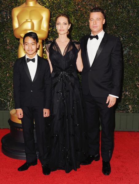 Фото №2 - Джоли снова обвинила Питта в домашнем насилии и готовит детей дать показания против отца