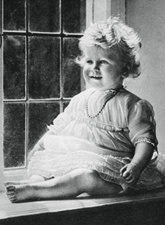 Фото №3 - Ее мини-Величество: феноменальное сходство принцессы Шарлотты с Елизаветой II