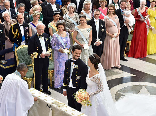 Фото №15 - Самые трогательные моменты королевских свадеб (о Гарри и Меган мы тоже не забыли)