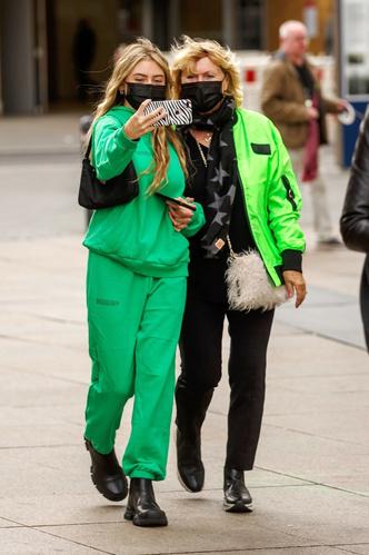 Фото №11 - Ген стиля: как выглядят и одеваются мамы супермоделей