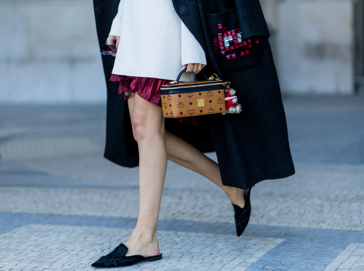 Фото №1 - Мюли вернулись: с чем сейчас носить культовую обувь 90-х