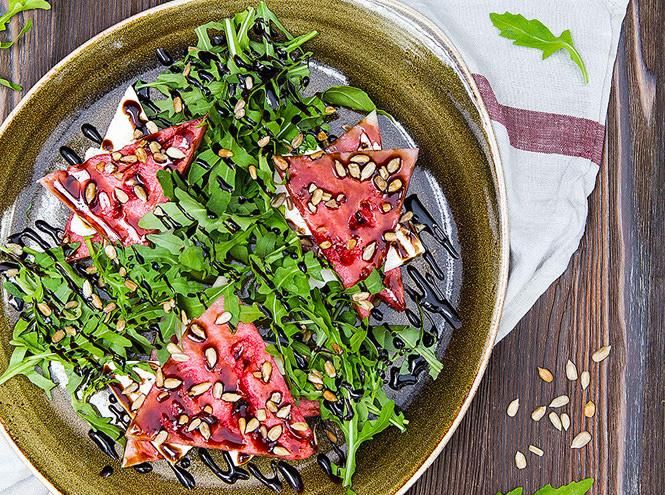 Фото №2 - Как приготовить летний салат с арбузом