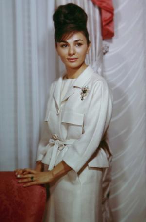 Фото №8 - Последняя императрица Ирана: «Они говорили, если я убью мужа, то смогу вернуться домой»