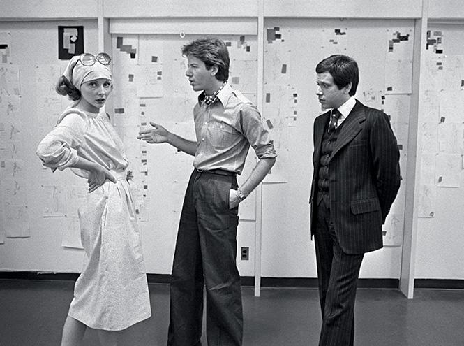 Нафото: Кельвин Кляйн (слева) иБарри Шварц смоделью водежде из коллекции весна–лето 1975.