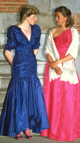 Фото №29 - Полька-дот: как королевские особы носят трендовый «горох»