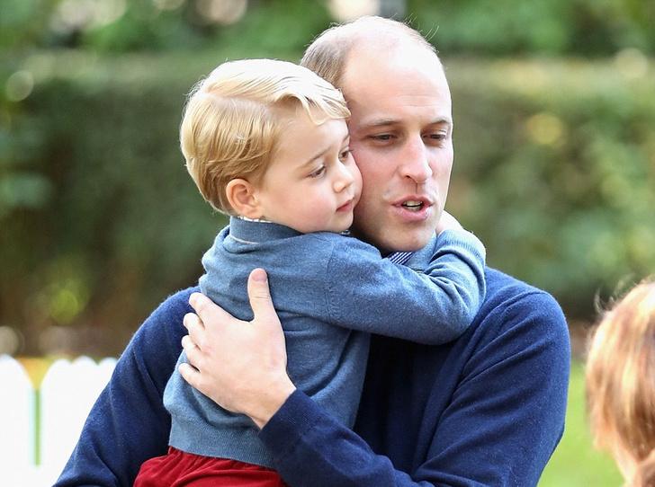Фото №2 - Принц Джордж уже вскрыл свои рождественские подарки