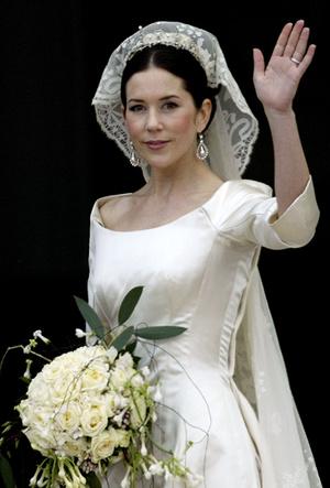 Фото №7 - Почему свадебное платье Меган Маркл было таким скромным (на самом деле)