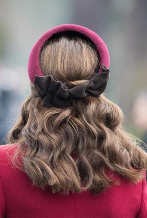 Фото №4 - Как королевские модницы носят широкие ободки (и где искать похожие)