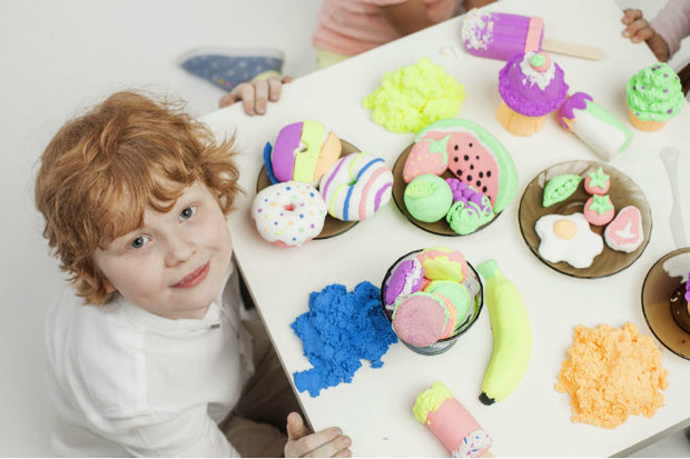Фото №5 - 8 навыков, которые развивают дети с пушистым пластилином