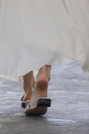 Фото №3 - Анджелина Джоли сверкнула грязными пятками