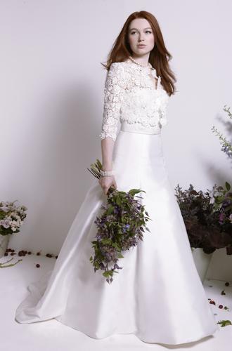 Фото №11 - Концепция дизайна свадебного платья Меган Маркл меняется в угоду Королеве