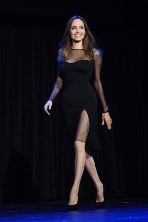Фото №9 - Почему Анджелина Джоли — снова икона стиля, или Что такое luxe purism
