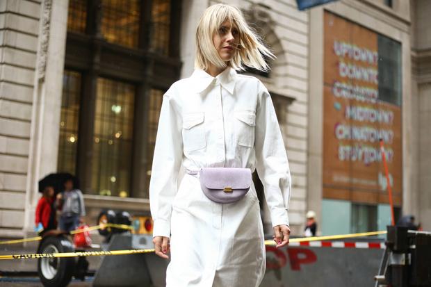 Вся в белом: как носить опасный оттенок этой осенью