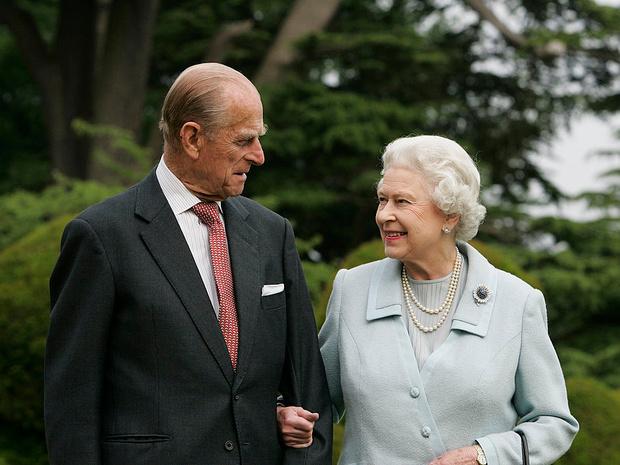 Фото №2 - Как дети Королевы поддерживают ее после смерти принца Филиппа