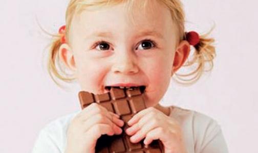 Фото №1 - ВОЗ просит защитить детей от рекламы вредной еды