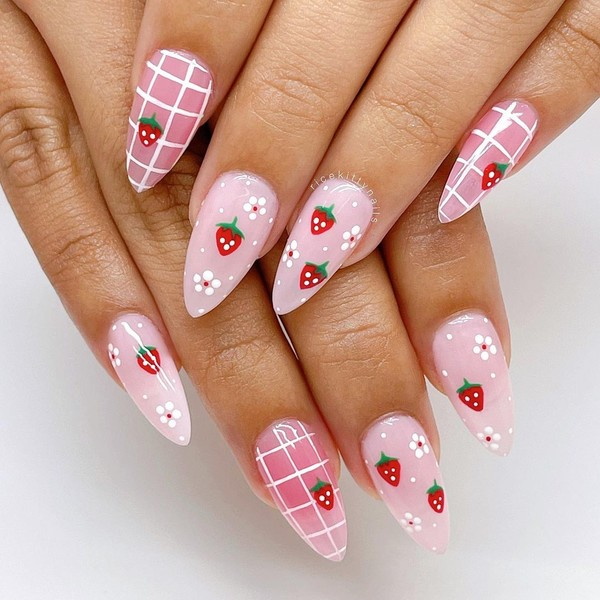 Фото №2 - Клубничный маникюр— дизайн ногтей, который все будут носить этой осенью