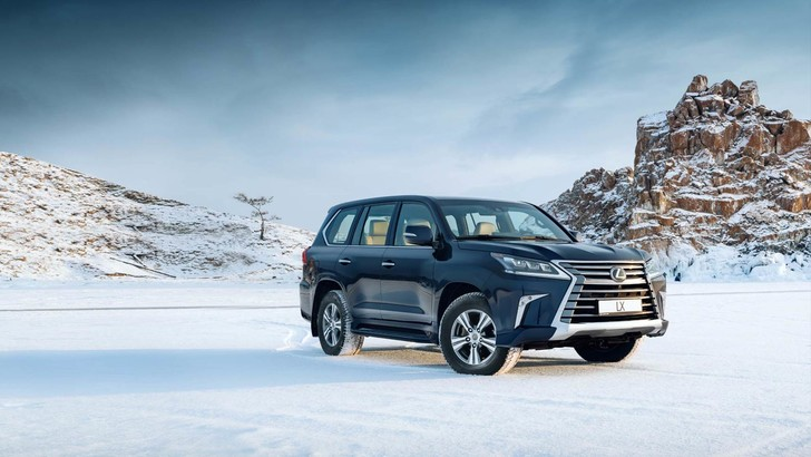 Фото №1 - Lexus покоряет Байкал: лед, вода и медные трубы