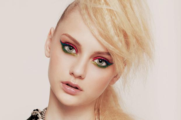 Фото №1 - Новогодний макияж: Цветные стрелки