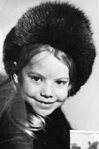 Фото №2 - Слава «Красной шапочки», не родившаяся дочка и поздняя любовь: какие испытания пришлось пройти Яне Поплавской на пути к счастью