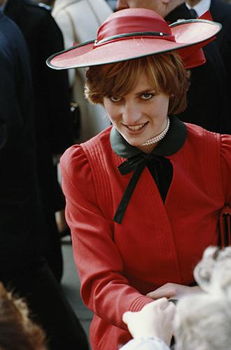 Фото №61 - 60 красных нарядов: как принцесса Диана носила любимый цвет