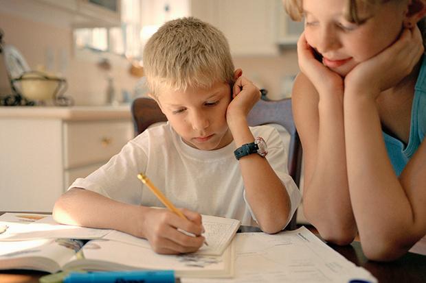 Фото №1 - 8 шагов к успеху: как помочь ребенку сесть за уроки