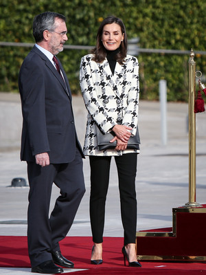 Фото №2 - Королева Испании пришла на официальное мероприятие в лосинах