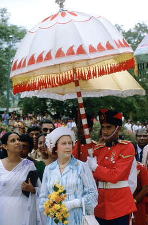Фото №5 - Виндзорские зонтики: королевский способ спрятаться от дождя