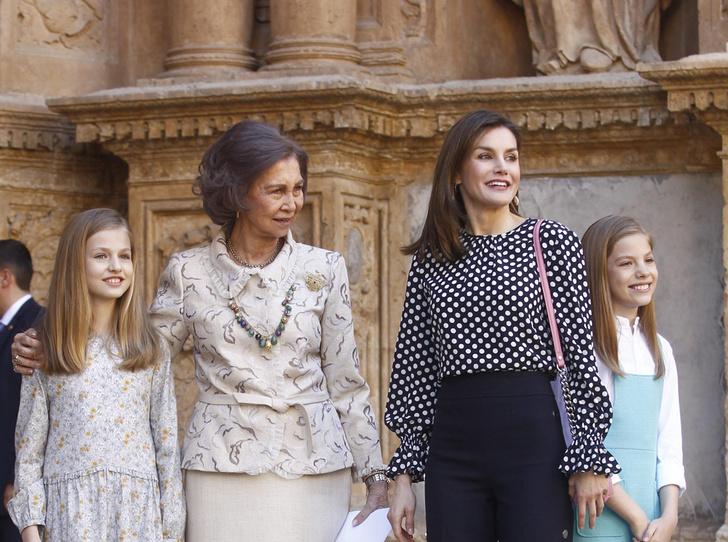 Фото №1 - Дурной знак для монархии: конфликт королевы Летиции со свекровью набирает обороты