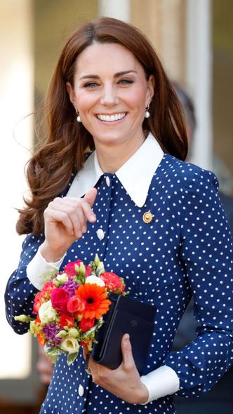 Фото №2 - Подражая Диане: культовые образы принцессы Уэльской, которые повторили Кейт и Меган