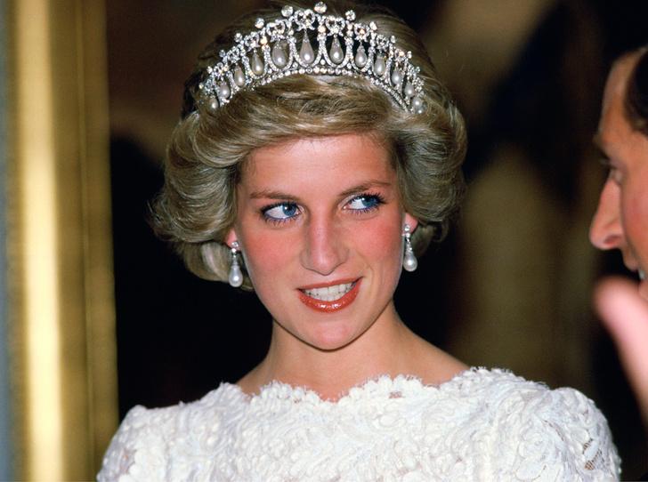 Фото №11 - Какую тиару Елизавета II одолжит Меган Маркл на свадьбу: делаем ставки