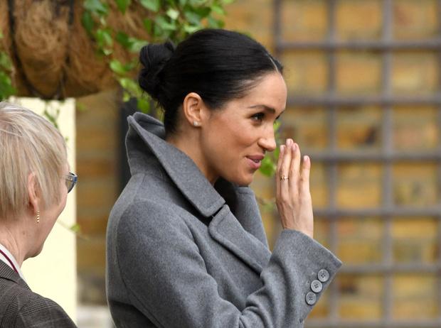 Фото №1 - Зачем герцогине Меган «Божья рука»