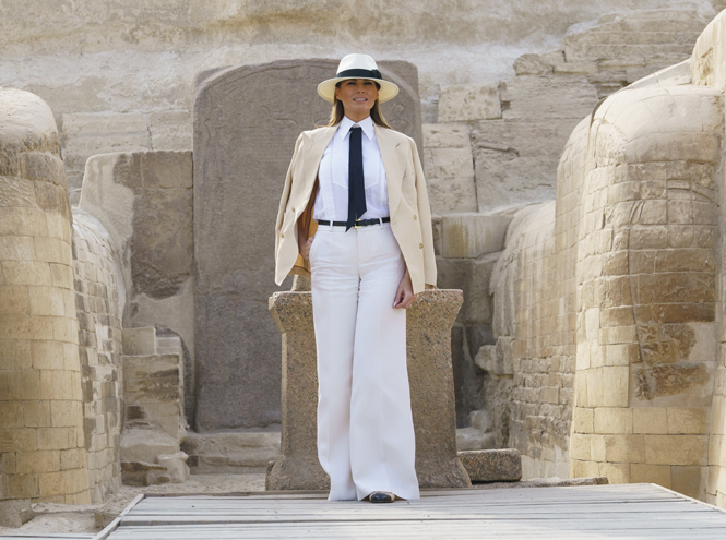 Фото №3 - Образы Брижит Макрон и Мелании Трамп в Африке: чей модный гардероб оказался удачнее