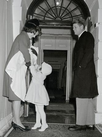 Фото №4 - Счастье на четверых: самые трогательные фото четы Кеннеди с детьми