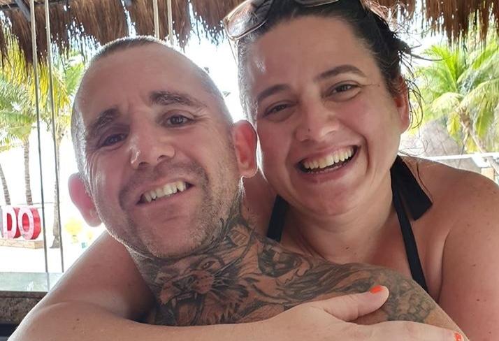 Фото №1 - Шутки ради муж сделал себе тату с худшим фото жены