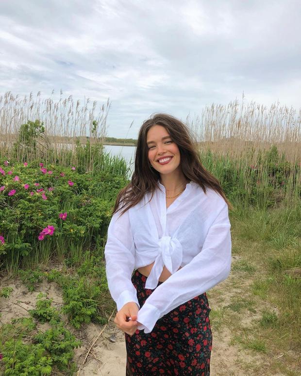 Фото №1 - Не жарко: Эмили Дидонато показывает, в чем ходить на пляж, если шорты надоели