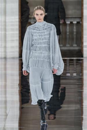 Фото №22 - Полный гид по самым модным платьям для осени и зимы 2020/21