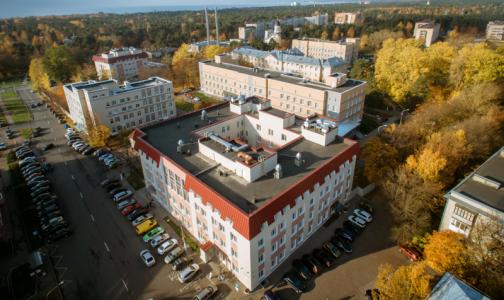 Фото №1 - Разбоем в больнице Сестрорецка занялось особое управление Следкома. Пострадал не только главврач